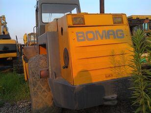 BOMAG BW217D valjak za asfalt